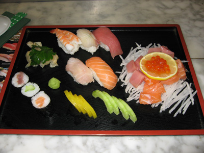 sushi platten sushi in k ln. Black Bedroom Furniture Sets. Home Design Ideas